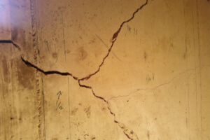 Structural and non structural crack repair with polyurethane or epoxy